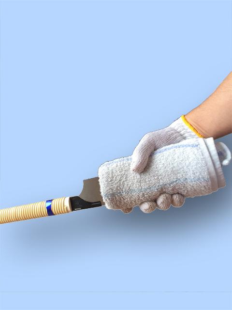 ゼットソー 刃の交換、刃を握る