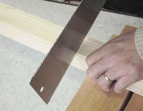 のこぎりで木材を切る、その2