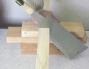 のこぎりで木材を切る、その4