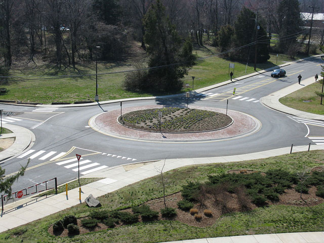 Roundabout_example_from_Wikipedia